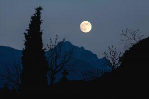 moon-744983_960_720