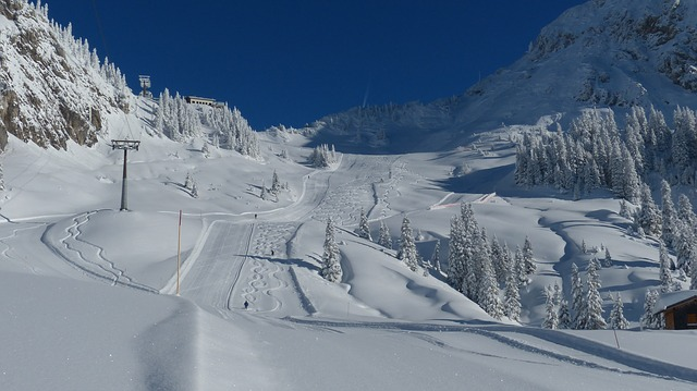 ski-run-71472_640